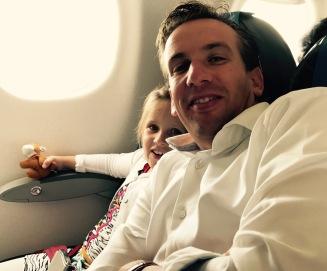 Myrthe & Hilbert in het vliegtuig